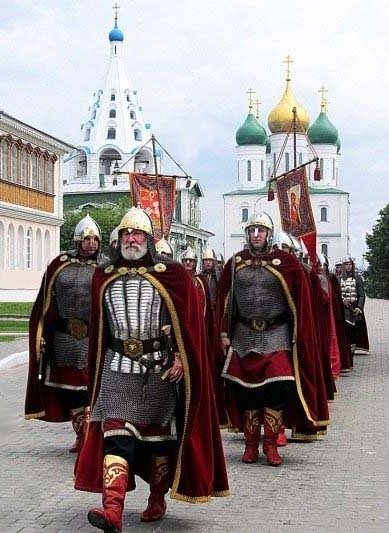 The guards of the Kolomna Kremlin in the town of Kolomna near Moscow, Russia. This large fortress was build in 1525 – 1531. The guards are armed and uniformed as Russian warriors of the 16-th century. #medieval #Russian #history