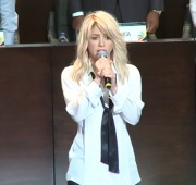 Shakira flubs Colombian National Anthem