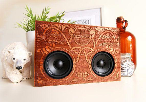 La Boombox en bois Joyful Noise - Laser Bluetooth à la main personnalisé gravé en acajou haut-parleurs amplificateur Audio Gadget artistes Illustration