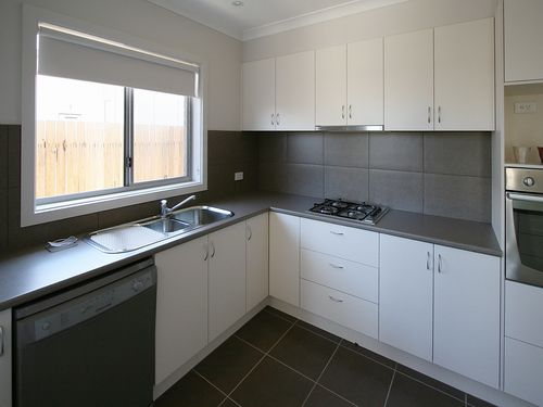 Similar layout with grey top