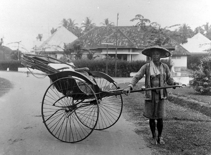 1936: A Chinese 'riksja'-driver posing with his rickshaw in Medan. HQ