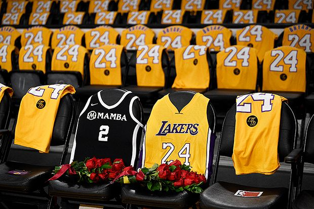 Los Angeles Lakers Tribute To Kobe Bryant Watch Hollywood Life In 2020 Kobe Bryant Lakers Kobe