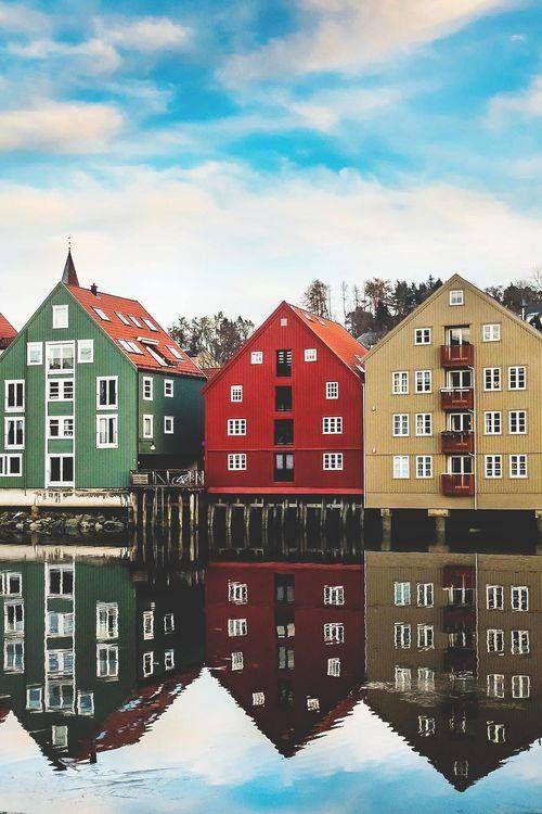 Trondheim, Noruega / Trondheim, antiguamente llamada Nidaros y también Trondhjem, es una ciudad y municipio de Noruega, capital de la provincia de Sør-Trøndelag. Con una población de 184 960 habitantes, es la tercera ciudad más poblada de Noruega.
