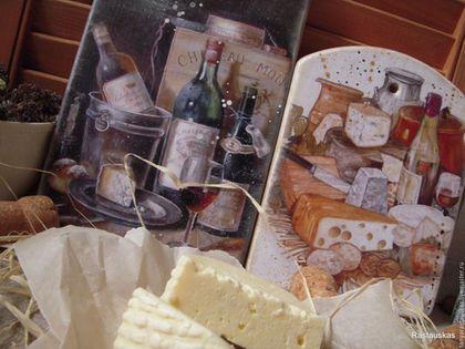 Купить или заказать Пара сырных досок 'Изысканный десерт', разделочные доски в интернет-магазине на Ярмарке Мастеров. Доска сырная для украшения интерьера кухни в стиле прованс. Можно использовать в качестве декора, можно непосредственно по применению - для сервировки сыра, предварительно обработав поверхность доски льняным маслом. *** Доска из массива дерева , немного состарена в деревенском стиле, поверхность матовая. Прекрасно подойдет для домашнего обеденного стола, добавив стиля ...