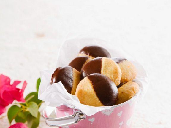 Orangenkekse mit Schokolade ist ein Rezept mit frischen Zutaten aus der Kategorie Mürbeteig. Probieren Sie dieses und weitere Rezepte von EAT SMARTER!