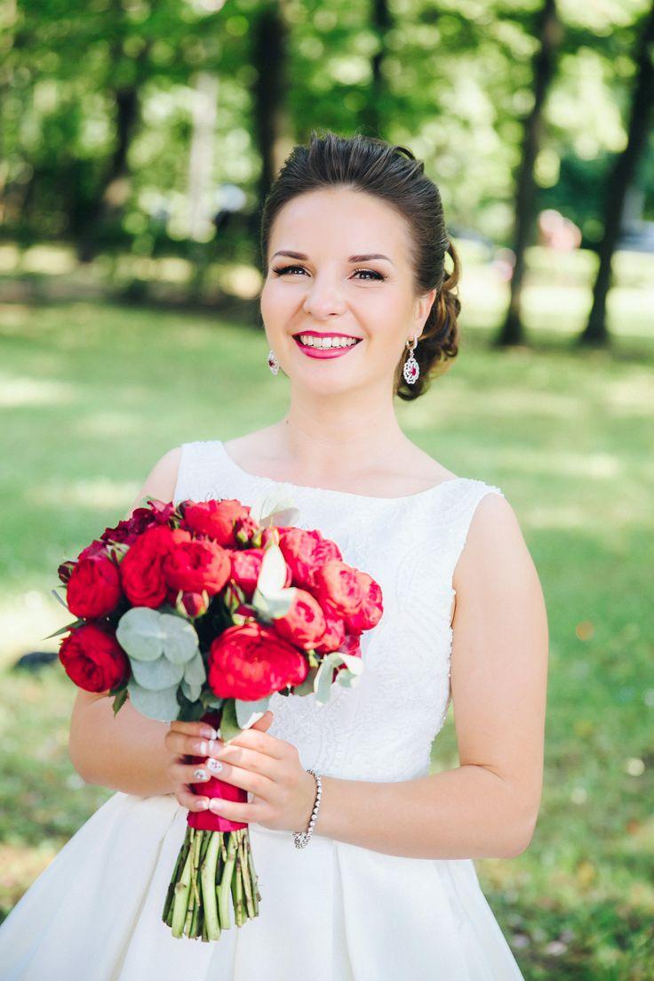 Букет невесты в цвете марсала из пионовидных роз