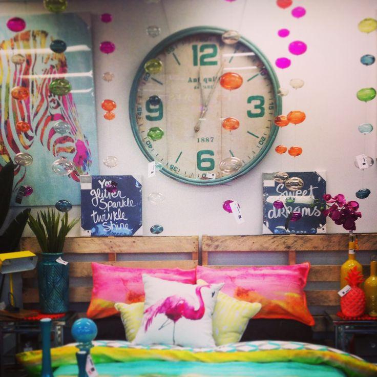 Pretty & bright bedroom set up x