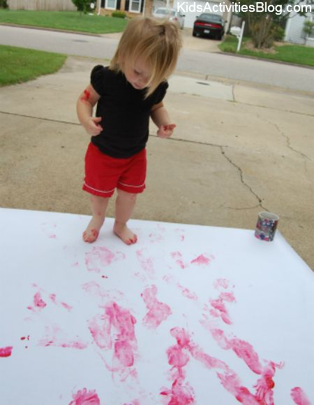 making a 4th of july flag by painting  hands and feet