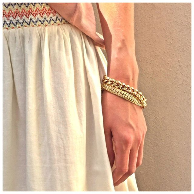 Mélanger les gourmettes en or jaune. Succès assuré.  #jotd #jewel #gourmette #bracelet #stacked  #18 carats #or #gold #jaune #bijou #waou #wanted #instapretty #love #instalove #woman #sélection #look #lookoftheday #fashion #OOTD #Tissaia #TissaiaLeclerc @TissaiaLeclerc