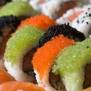 Recipe for sushi with caviar – a dish that Japanese cuisine has bewitched the whole world with.