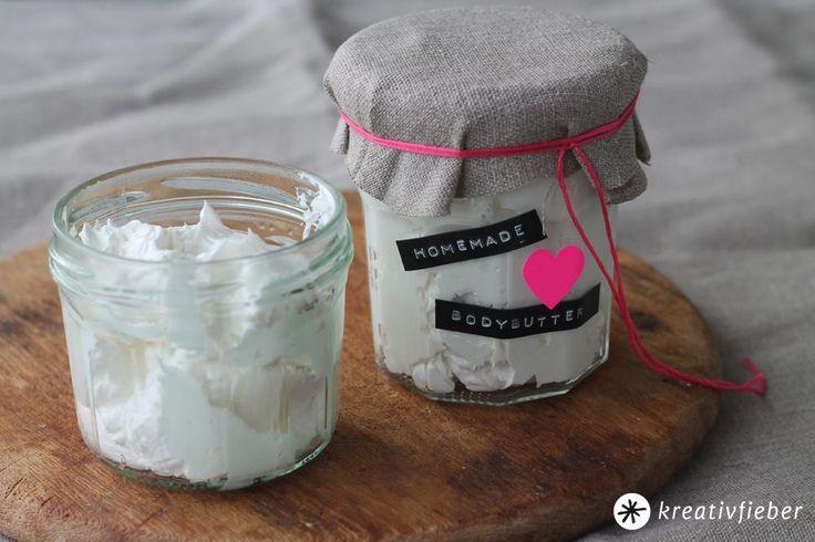 Vor allem im Winter braucht Eure Haut reichhaltige Pflege. Hier findet Ihr ein tolles Rezept für eine DIY-Bodybutter mit Kokosöl, Kakaobutter und Mandelöl. #Beauty