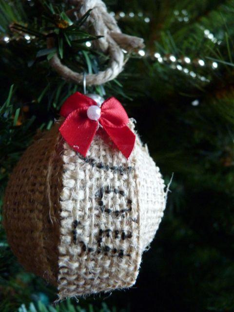 285 best burlap crafts images on pinterest hessian fabric burlap diy burlap ornament solutioingenieria Gallery