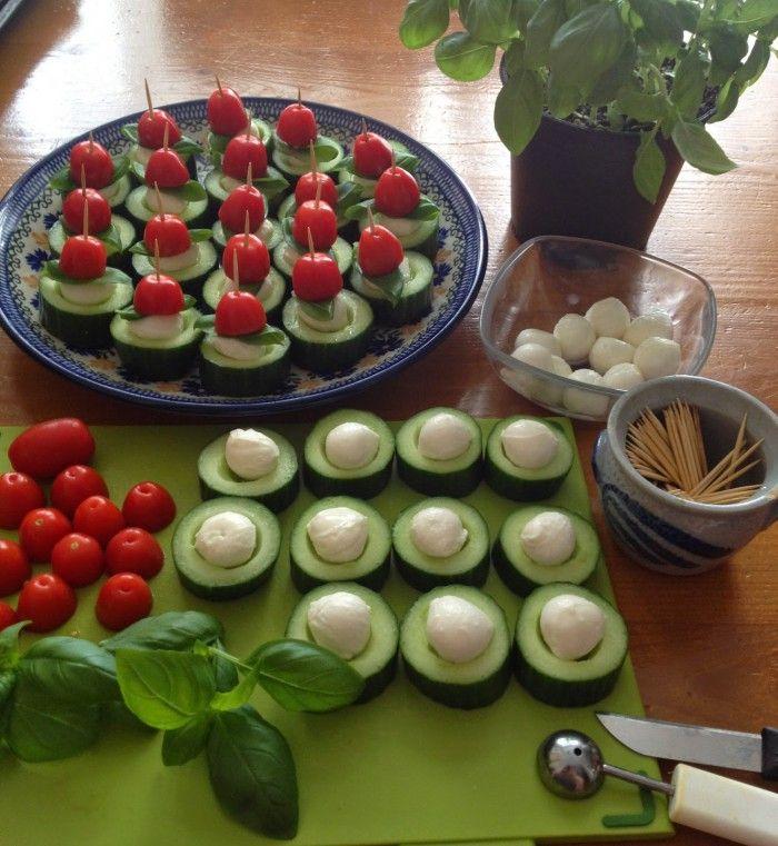 Capresehapjes met komkommer / borrelhapjes