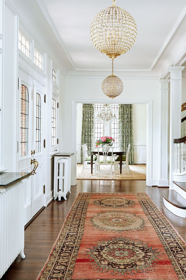 clean, bright, & traditional entry