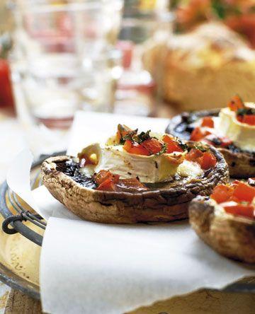 Toppet med gedeost og tomatsalsa