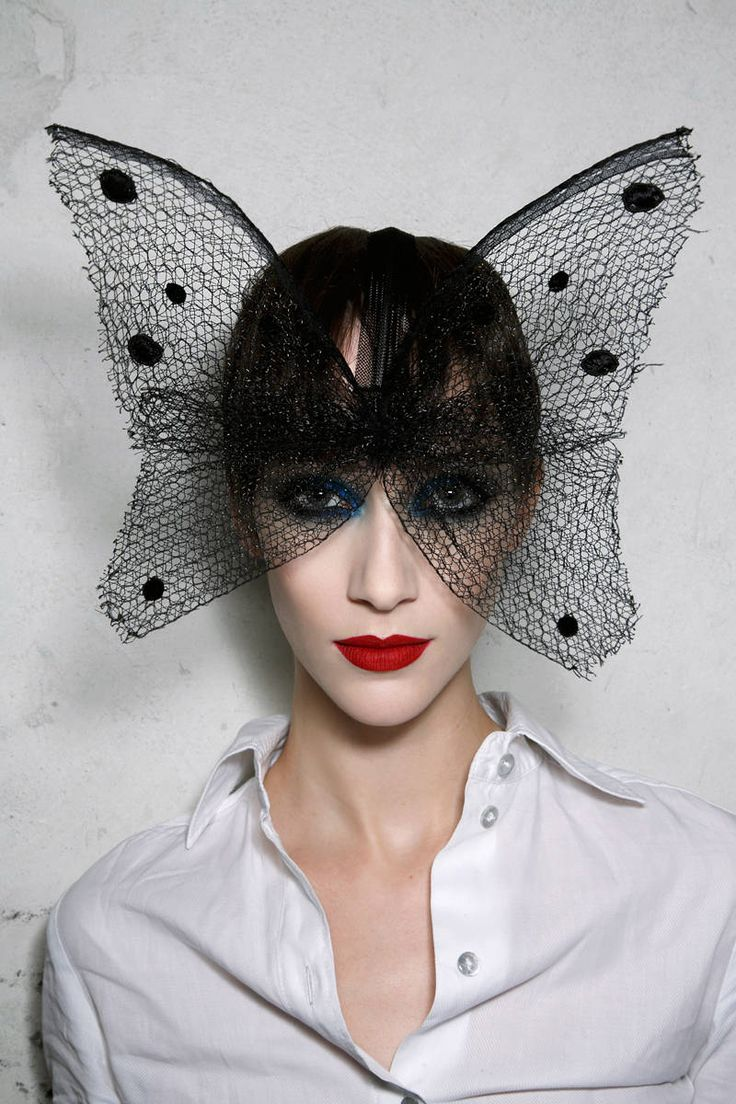 Backstage at Paris Couture Week - Fall 2015 Paris Couture Week Backstage Photos - Elle #millinery #judithm #hats