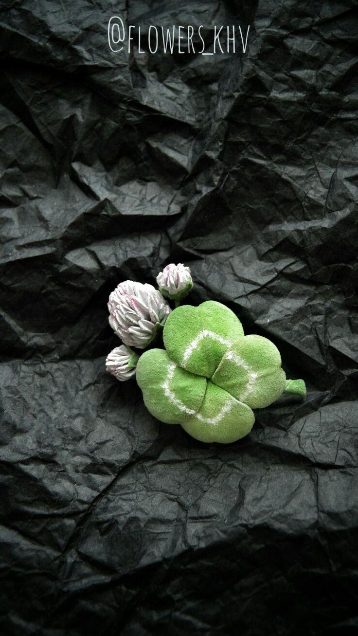 Brooch clover made of