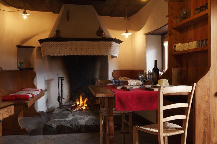Nella stessa struttura del B&B questo piccolo, ma delizioso appartamento rispetta la struttura di un tempo, dove la cucina (interamente arredata con frigo e forno a micro onde) è stata...
