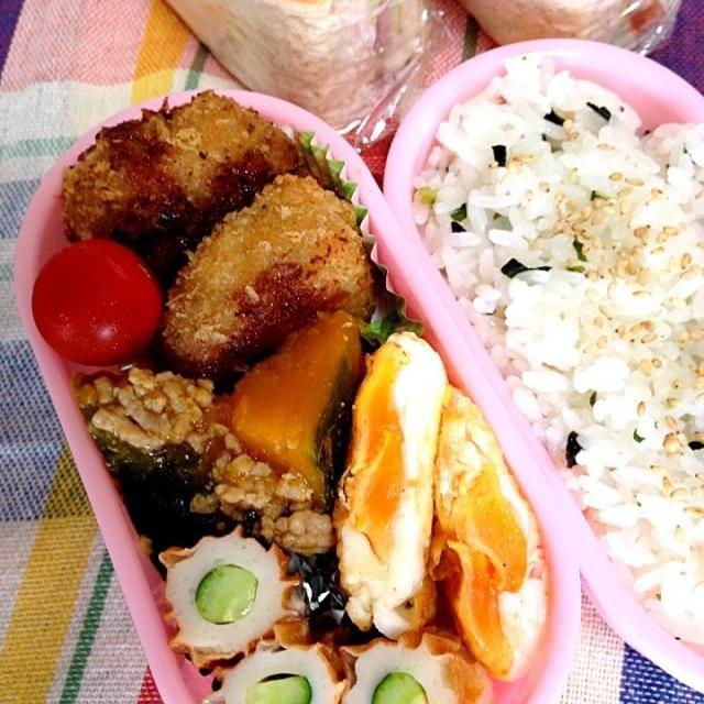 ☆豚挽肉、玉ネギたっぷりのメンチ ☆かぼちゃの鶏そぼろ ☆目玉焼き ☆ちくわキュウリ おやつにサンドイッチ - 7件のもぐもぐ - メンチカツ弁当 by yurin107A