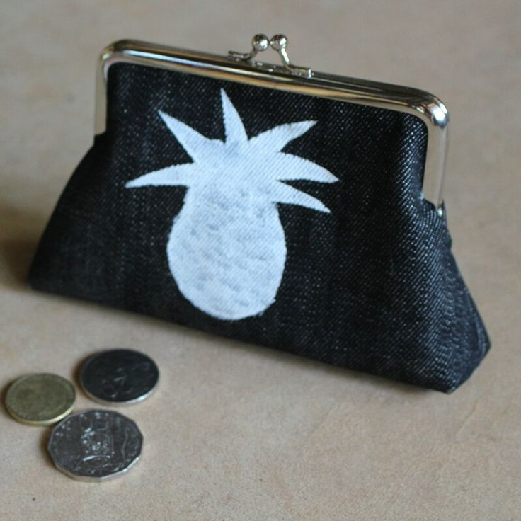 OK tell me if I'm getting boring but here is another accessory with a pineapple! This great sized purse is made from black denim hand painted with a white pineapple and fully lined. I can fit my card holder and money, (sadly not much) in it.
