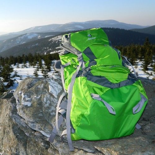 Test novinky mezi turistickými batohy – Deuter ACT Lite 50+10 l
