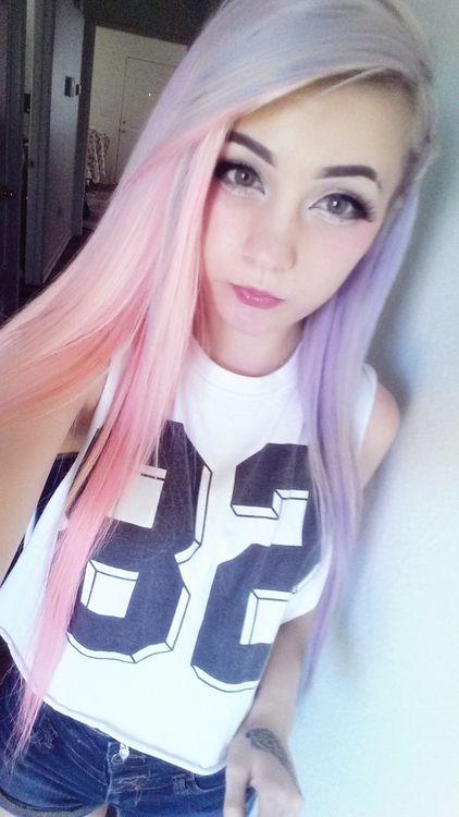 Long pink/purple hair. <3