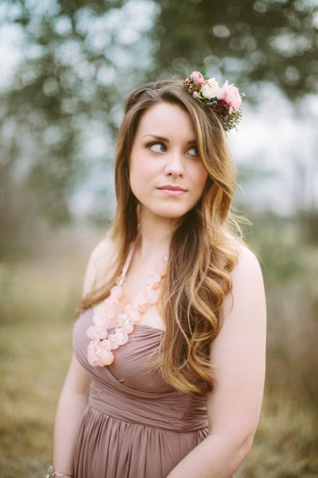 Natural hairstyle with fresh flowers Spring bouquet | Korie Lynn Photography and The Moss & Ross Floral Design | see more on: http://burnettsboards.com/2014/05/enchanting-spring-countryside-floral-design/ #flowercrown