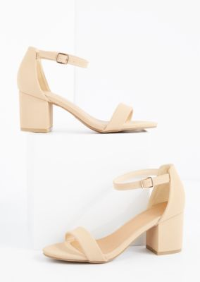 These cute heels are ready to carry you from the office to the dance floor! Made of smooth microgore, they're designed with an open toe build and a single strap across the ankle. Complete with a mid-height heel.