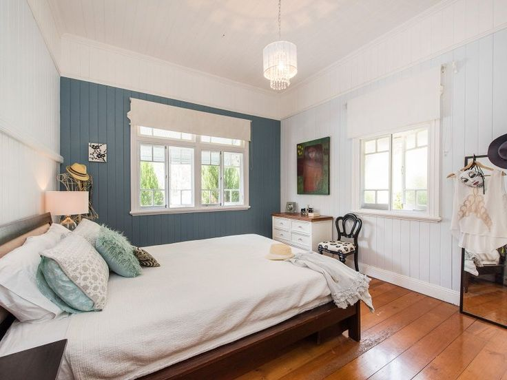 Vj's and Picture rail in Old Queenslander (+ ceiling height).