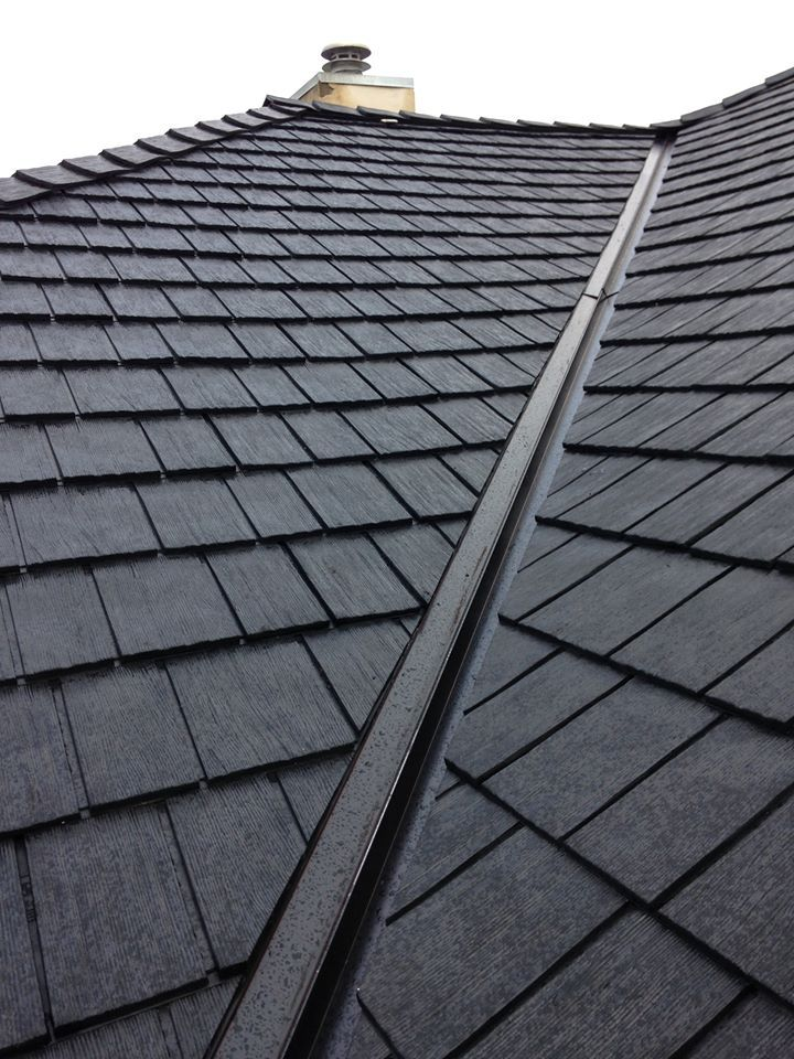 Beaumont Shake in Black #shake #black #roof #roofing #contractor #roofingmaterial #Canadianmade #affordable #premiumroofing #permanentroofing