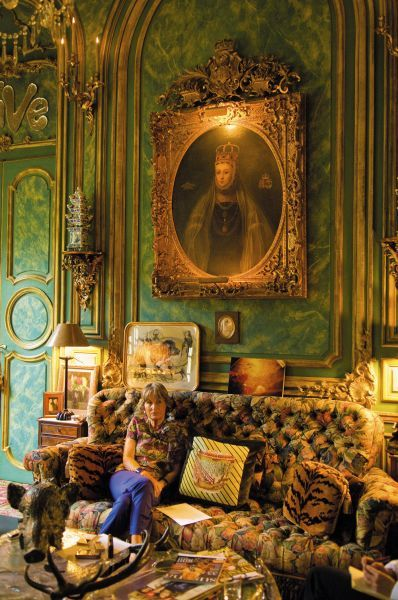 The unrivaled opulence of the parisian apartment of Counts Hubert et Isabelle d'Ornano in Quay d'Orsay: a real reference for maximalist design #interiordesign #maximalism #paris - More wonders at www.francescocatalano.it