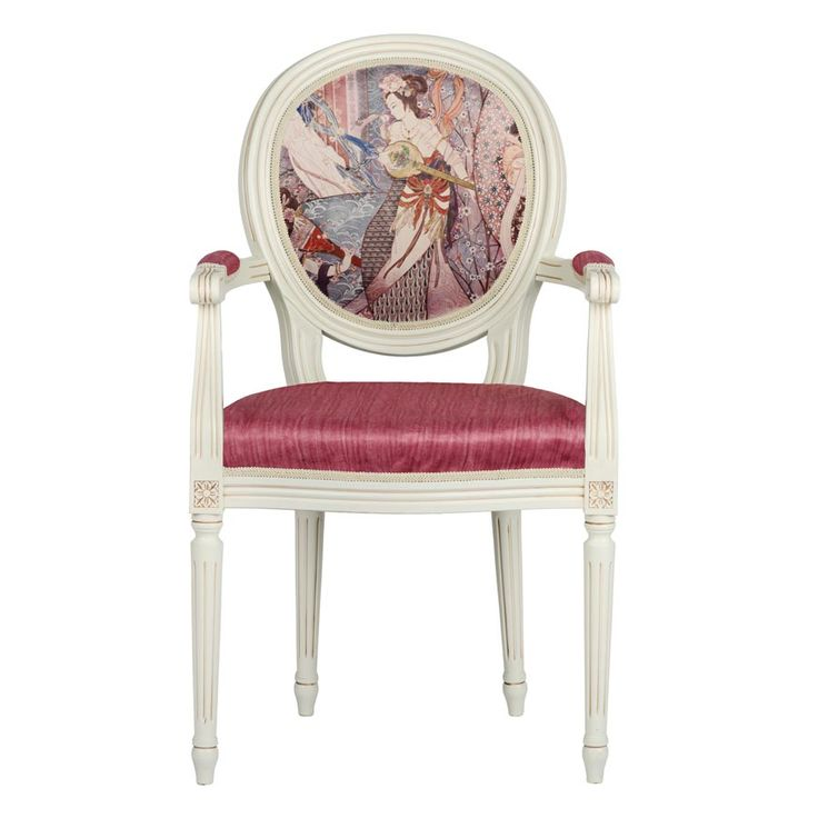 Un melanj eclectic de clasic şi contemporan, scaunul de living Stillo Geisha se remarcă prin medalionul cu motive orientale.