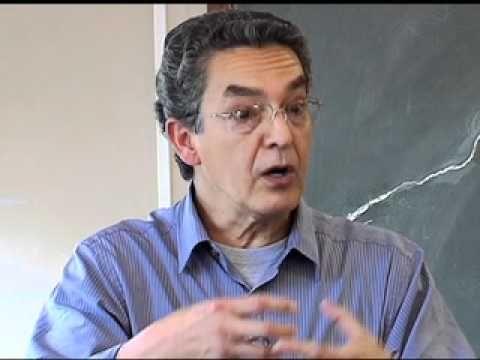 Cursos USP - Tópicos de Epistemologia e Didática - Aula 9 (1/2) Nesta aula, o professor Nilson José Machado explica a importância da avaliação: quais são suas medidas, seus valores e qual o significado da avaliação.