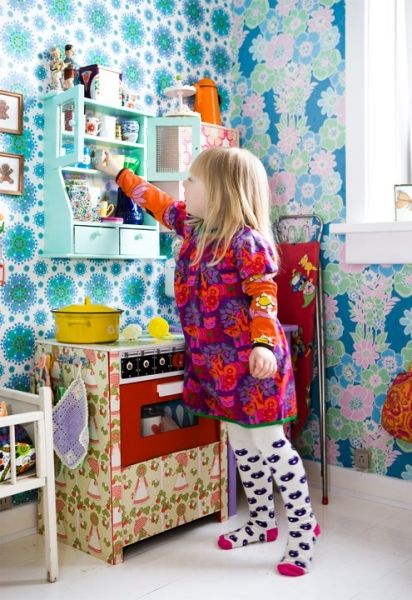 Retrovilla >  mini-kitchen and lovely wallpapers