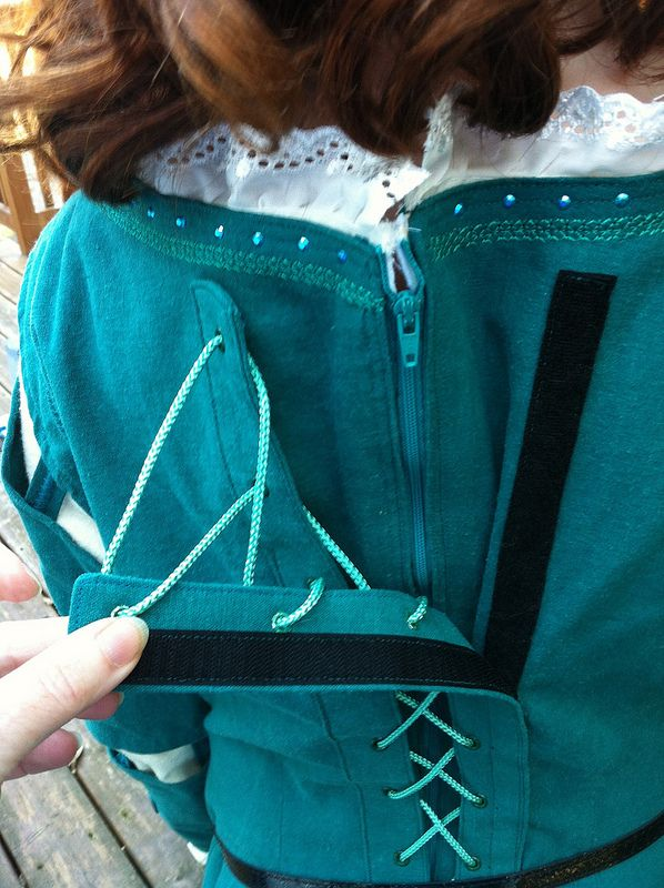 All Things Weeks: Merida Dress - Short Version (Sharing for zipper/Velcro lacing trick.)