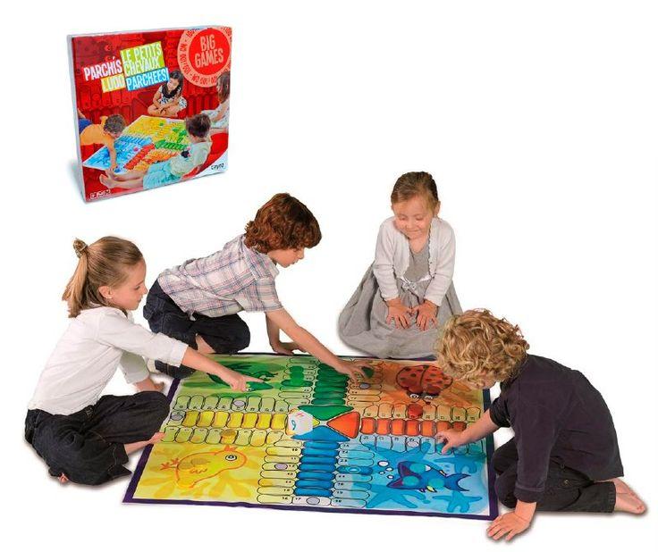 Un juego entretenido para niños desde los 5 años, podrán jugar más de 2 jugadores, este juego es gigante idea para jugar al aire libre o en casa, sus materiales son resistentes, inofensivos y lavables, el tablero de juego mide un metro cuadrado.