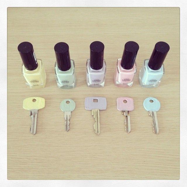 Met onze nagellakjes maak je niet alleen leuke creaties op je nagels. Meggy customized haar sleutels!