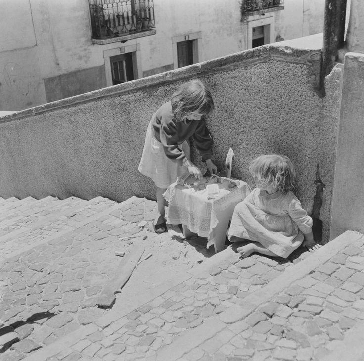 Lisboa revisitada. Alfama, trono de Santo António, década de 60.