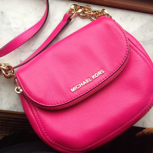 HOT PINK MICHAEL KORS CROSS BODY NEW!!! In amazing condition. Genuine leather. And authentic Michael kors. Michael Kors Bags Crossbody Bags