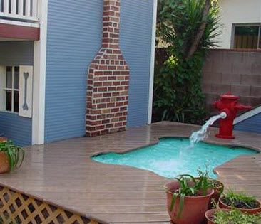I like how they integrated the dog pool in the deck and check out the fire hydrant! Amazing #doghouse