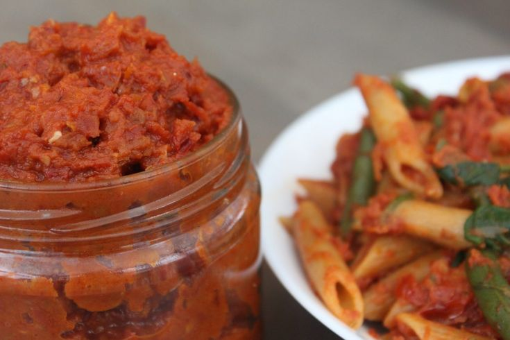 Penne Pesto Al Rosso - Sundried Tomato pesto pasta with Green Beans and Spinach