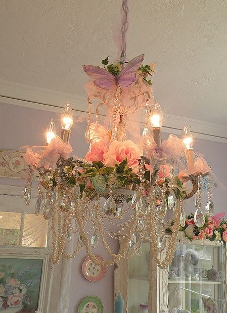 Vintage Shabby Pink...This is the prettiest chandelier I have ever seen! Baby MUST HAVE THIS!!! (If there is any pink in her room...)