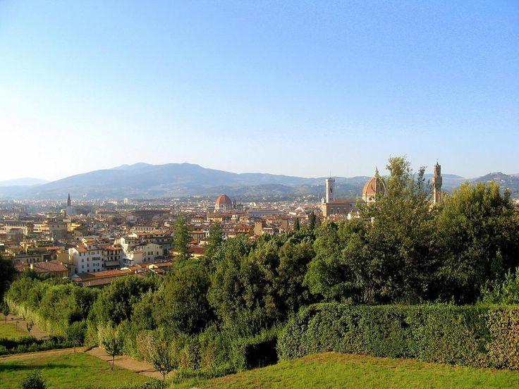 Giardino di Boboli – Florencja, Włochy. Częściowe otwarcie ogrodu na panoramę Florencji stanowi zabieg niezwykły jak na tamte czasy i dowodzi na ogrome przywiązanie Medyceuszy do miasta. To właśnie ich mecenat zapewnił wspaniały rozwój artystyczny Toskanii, a ich potęga pokój i stabilność regionu.