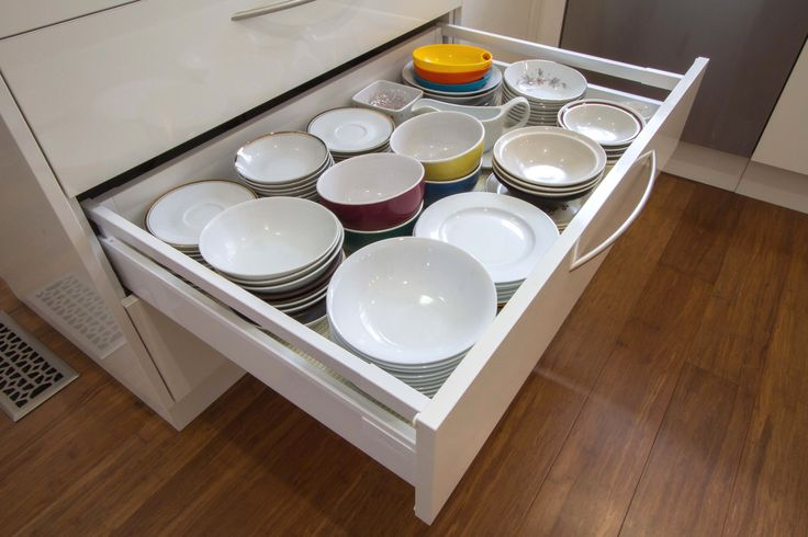 This kitchen is simple yet elegant, light and bright. This Blum drawer holds a max weight capacity of 50kg which makes it the perfect location to store crockery. www.thekitchendesigncentre.com.au @thekitchen_designcentre