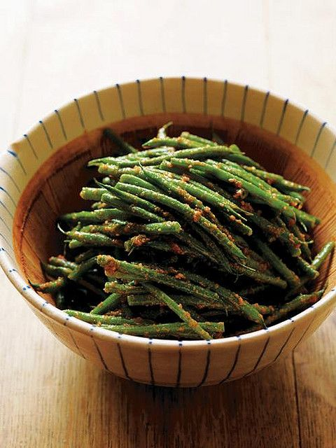 Ingen Gomaae, Green Beans with Sesame Dressing   200g green beans    For the sesame dressing  50g toasted sesame seeds  2 tablespoons of caster sugar  1/2 tablespoon of mirin  1/2-1 tablespoon of soy sauce  salt- to season