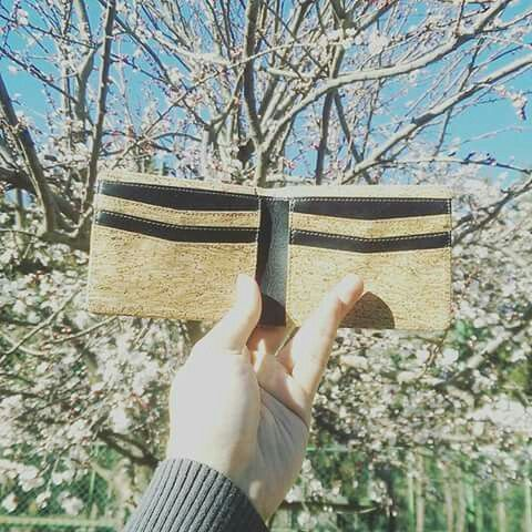 Repost from @michael_calbera -  Promosi produk Indonesia @schors.id, dompet terbuat dari kayu buatan anak bangsa.  Background bunga bermekaran di musim semi.  #wallet #schors #karyaanakbangsa #produkindonesia #spring #springs #sakurabloom #Regrann