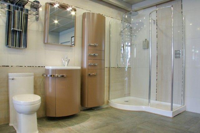Salle de bain où les courbes sont à l'honneur.