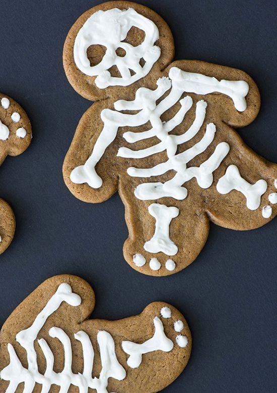 15 Spooky Halloween Snacks. #weddingchicks http://www.weddingchicks.com/15-spooky-halloween-snacks/