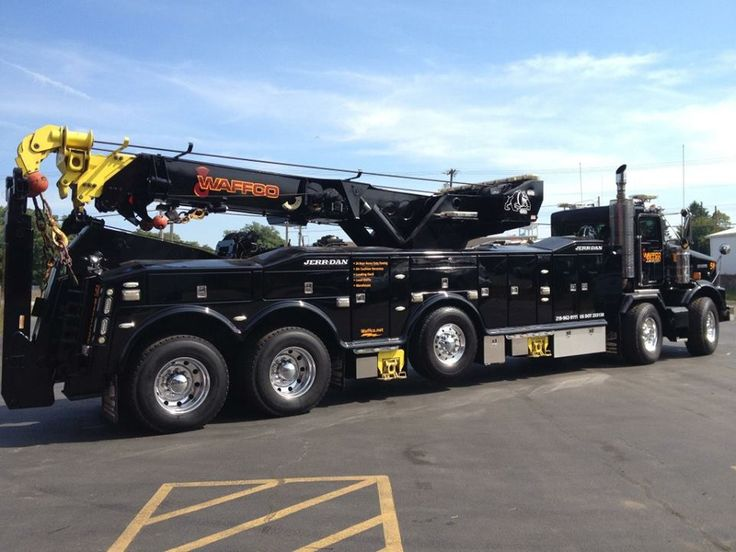Waffco Towing has completed the paint conversion of the massive 2009 Kenworth T800 Twin steer with a JerrDan 85 rotator on the rear. This unit is also equipped with a Wilburt 4 head light tower that supplies 110V and 220V on scene. https://www.facebook.com/pages/Waffco-Heavy-Duty-Towing-and-Recovery/240898298074