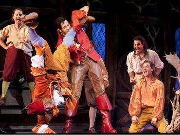 La compañía Teatro Independiente presentó la puesta en escena 'Ni tan bella ni tan bestia'.